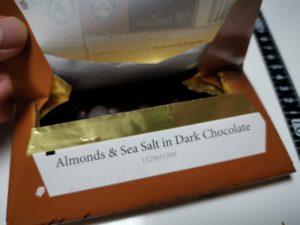 Chocoloveのチョコレートは開けると中の銀紙が一緒に開くようになっています。すぐに食べられますよ。